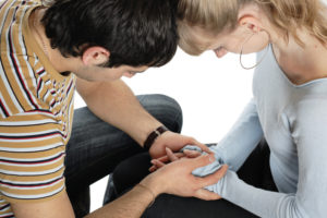 relationship difficulties: young couple having a problems